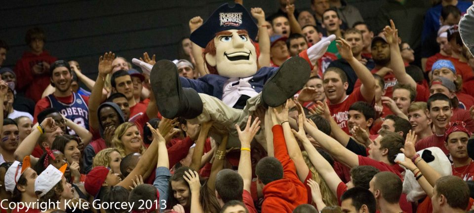 The+attendance+epidemic%3A+RMU+basketball+struggles+to+draw+consistent+crowds