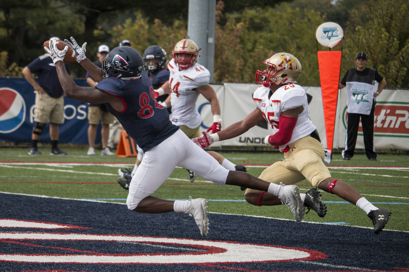 Reggie+Green+pulls+in+his+first+career+touchdown+grab+as+a+Colonial+in+the+first+quarter+against+VMI+Photo+credit%3A+Katey+Ladika