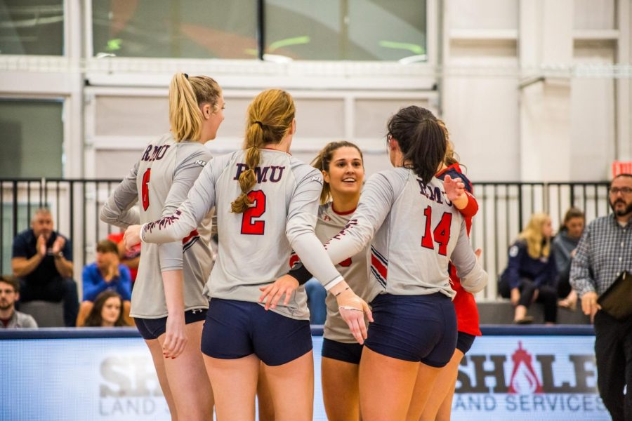 Colonials+beat+Penguins+in+four+sets