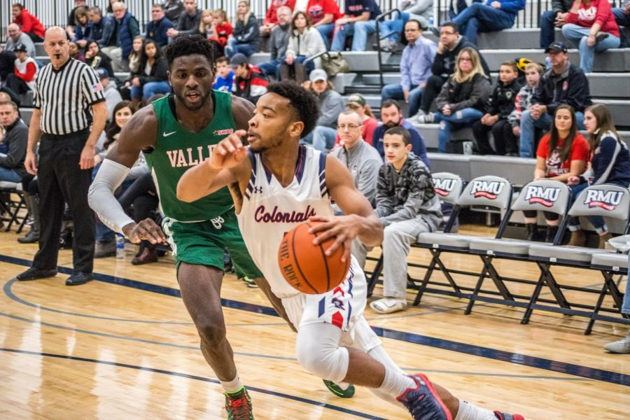 John+Williams+drives+to+the+hoop+against+a+defender+in+Moon+Township%2C+Pa.+on+Nov.+17%2C+2018.+%28RMU+Sentry+Media%2FDavid+Auth%29+Photo+credit%3A+David+Auth