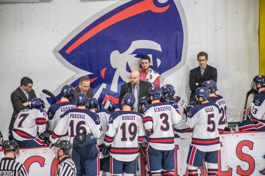 The+Robert+Morris+men%27s+hockey+team+discusses+a+play+during+a+game+against+Niagara+Nov.+2%2C+2018.+%28David+Auth%2FRMU+Sentry+Media%29+Photo+credit%3A+David+Auth