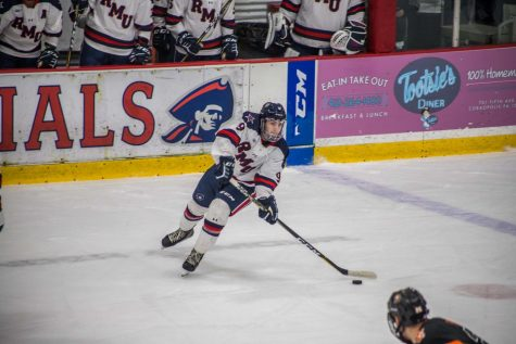 Men's hockey comeback falls short as Sacred Heart takes game two