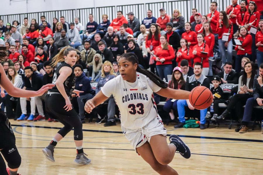 Nneka Ezeigbo drives to the basket in the NEC championship game. Moon Township, PA March 17, 2019. (David Auth/RMU Sentry Media)