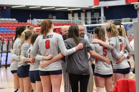 Emma Granger (8) huddles up with her team in a match against Duquesne.