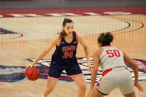 Sol Castro dominated as the women's basketball team picked up their first Horizon League victory on Friday. Photo Credit: Ethan Morrison