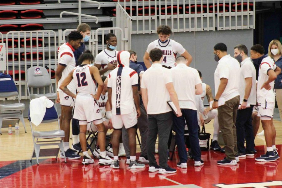 Men%27s+basketball+has+had+a+season+clouded+in+doubt+after+a+wave+of+cancellations+and+reschedules.+Photo+Credit%3A+Ethan+Morrison