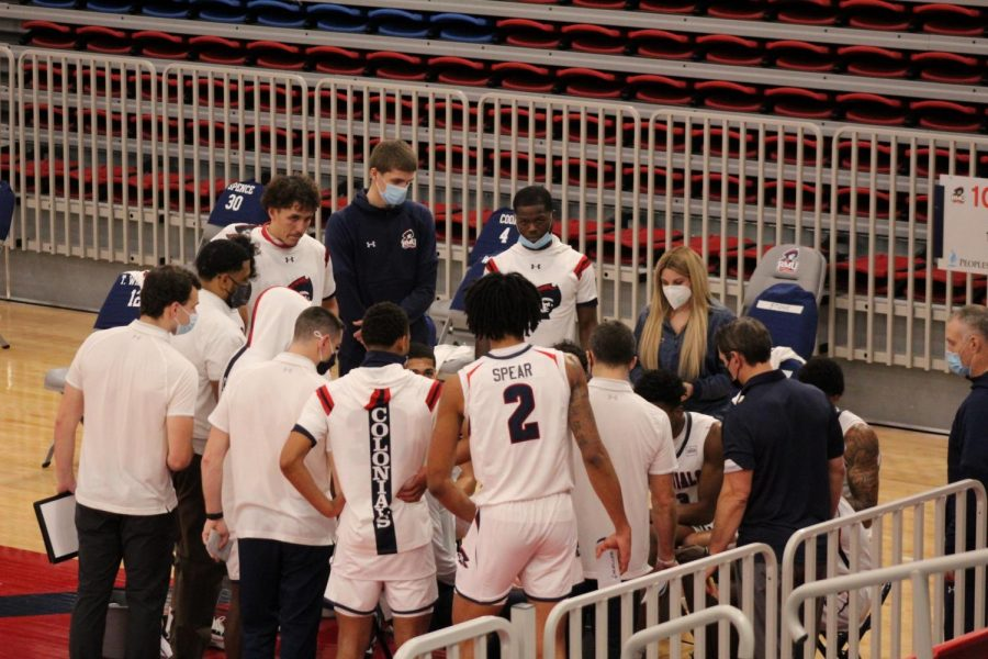 Men's basketball has seen their Saturday night contest with Milwaukee cancelled due to a positive COVID-19 test within the program. Photo Credit: Ethan Morrison