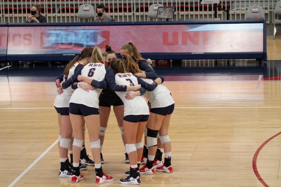 RECAP: Down key middle blockers, Colonials fall to Golden Grizzlies in five sets