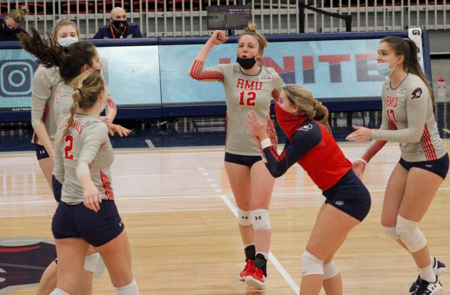Voleyball+celebrates+recording+one+of+their+points+in+their+victory+over+IUPUI.+Photo+Credit%3A+Tyler+Gallo
