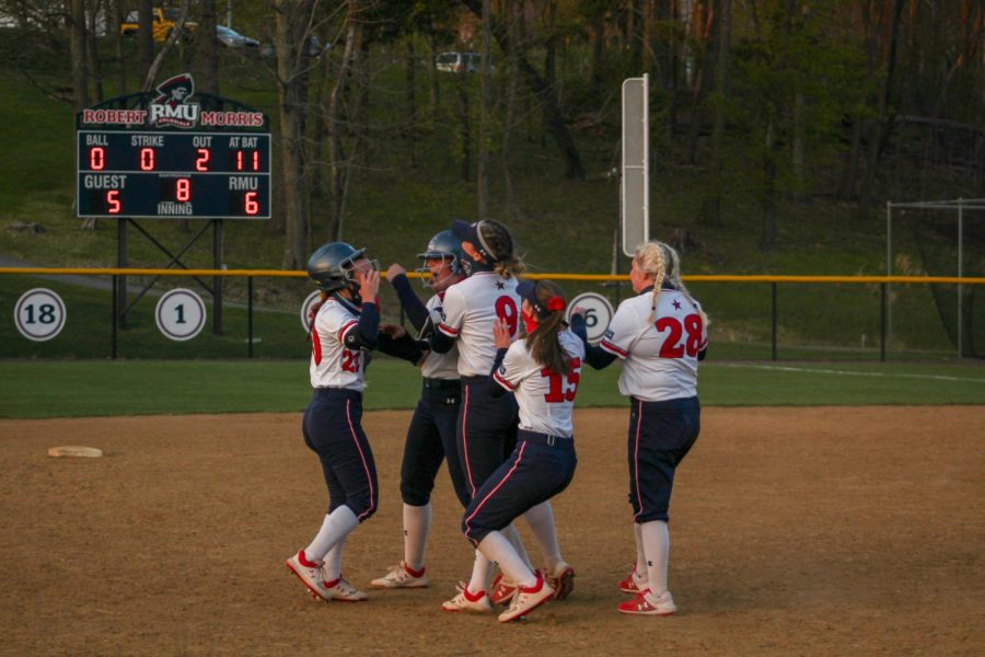 The+Colonials+celebrate+Charlotte+Grover%27s+walk-off+in+game+two+of+the+doubleheader.+Photo+Credit%3A+Ally+Yovetich