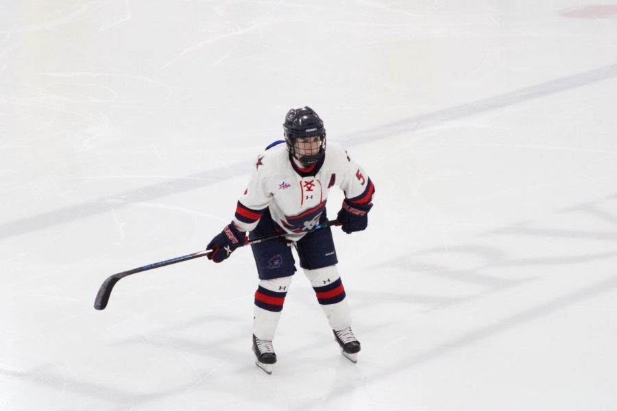 Emily+Curlett+was+named+to+the+All-USCHO+Third+Team%2C+adding+to+an+already+impressive+r%C3%A9sum%C3%A9.+Photo+Credit%3A+Tyler+Gallo
