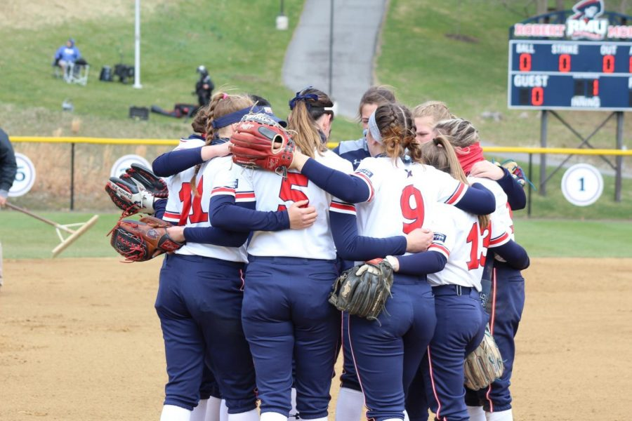 Softball is geared to go against UIC. Photo Credit: Ethan Morrison