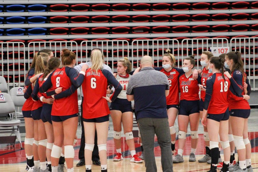 RMU Volleyball huddles before their match against Northern Kentucky.